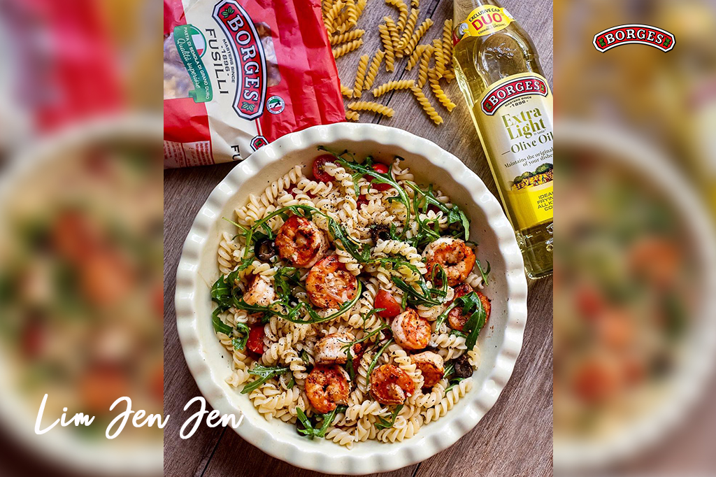 Warm Pasta Salad with Prawns, Rockets and Olives